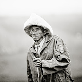 An oddly wet day by Thomas Jeppesen - People Portraits of Men ( monochrome, b&w, thomasjeppesen, farmer, black and white, bw, vietnamese, vietnam, subsignal, photography, portrait )