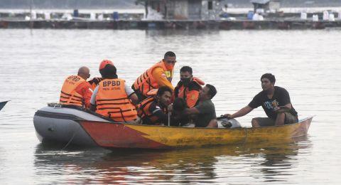 Jenazah Korban Perahu Terbalik Waduk Kedung Ombo, Ibu dan Anak Berpelukan