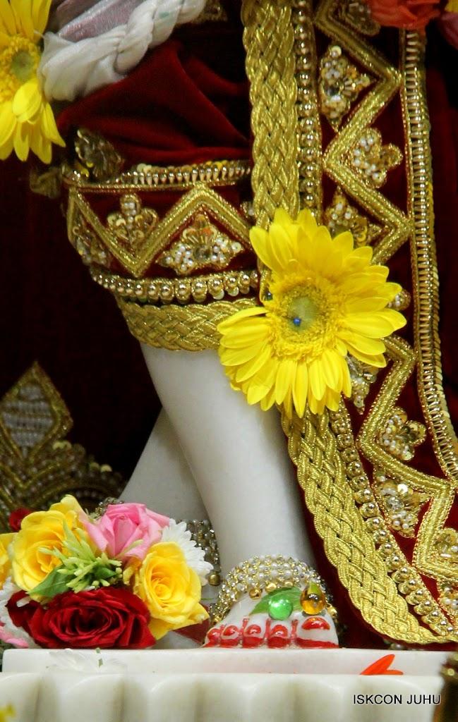 ISKCON Juhu Sringar Deity Darshan on 5th Aug 2016 (49)