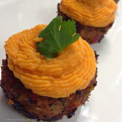 Southwest Turkey and Sweet Potato Meatloaf Cups || ashleylovestocook.com