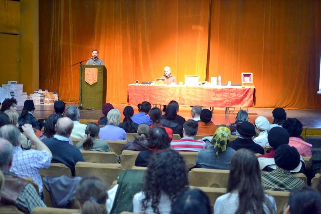 040 Avva Justin Parvu si Sfintii inchisorilor (Teatrul Luceafarul, Iasi, 2014.03.19)