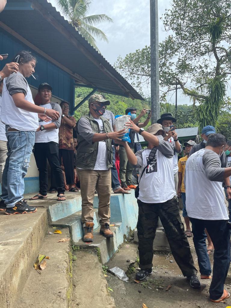 Komunitas 99 Kabupaten Bone yang Diketuai H.Muslimin Salurkan Bantuan Secara Langsung Kewarga yang Terdampak Gempa di Mamuju