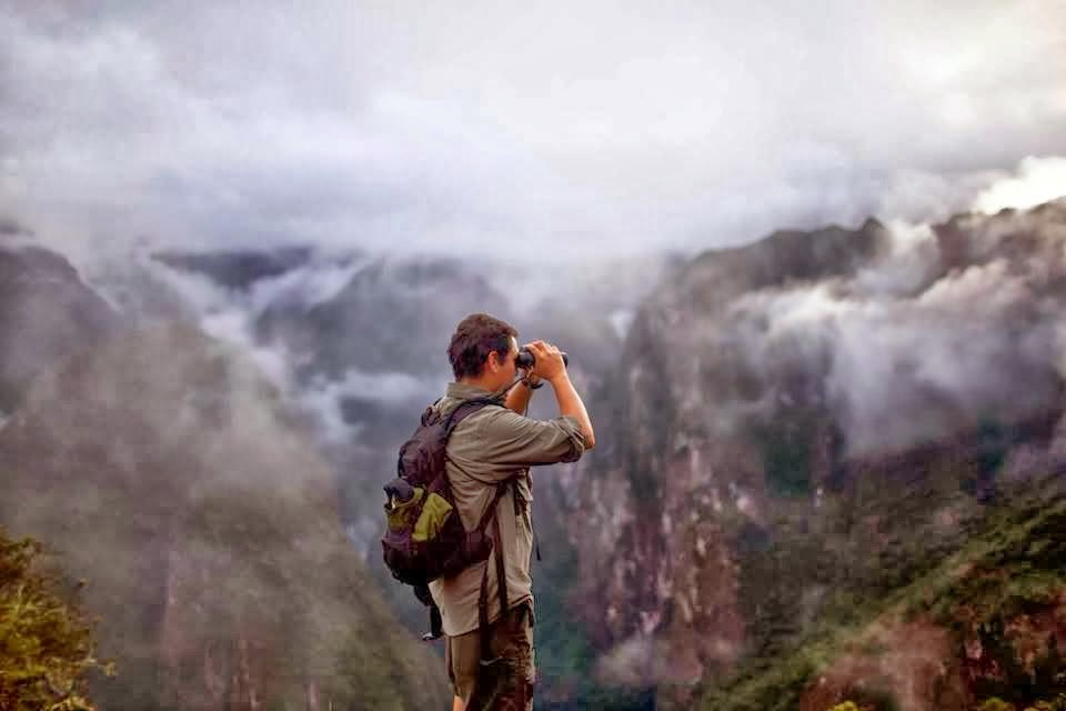 Looking for Birds in the Heights of Mahcu Picchu.