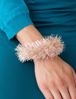 Wrapped bangle bracelet, so easy! http://marthastewart.lionbrand.com/patterns/L10254B.html