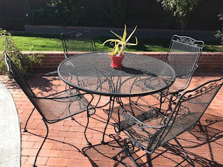 Ideal One foot table with chiars Re Patio furniture for Sale