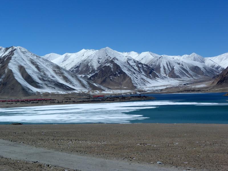 XINJIANG. Karakoram Highway, lune des plus haute route au monde, en passant a 4400 m - P1280493.JPG