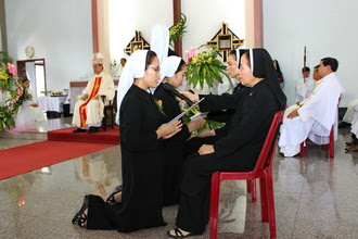 Hội Dòng Mến Thánh Giá - Thánh lễ tuyên khấn lần đầu