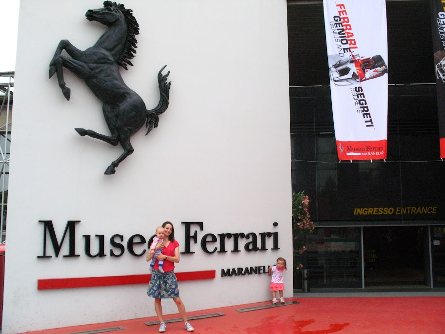 Dziewczyny w Ferrari