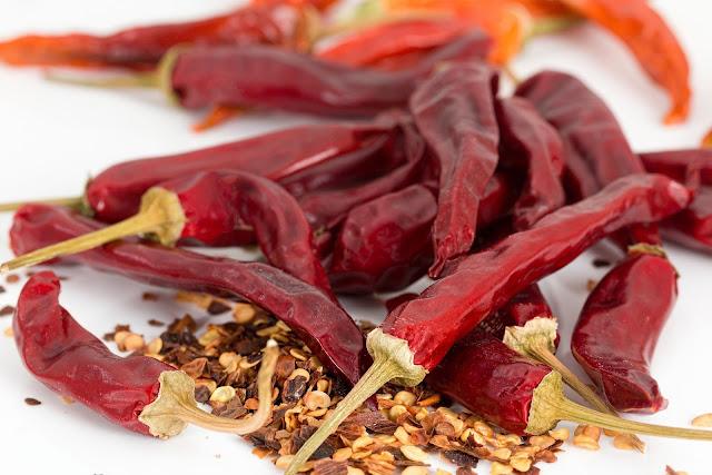 लाल मिर्च खाने के फायदे | Red Chilli Benefits in Hindi