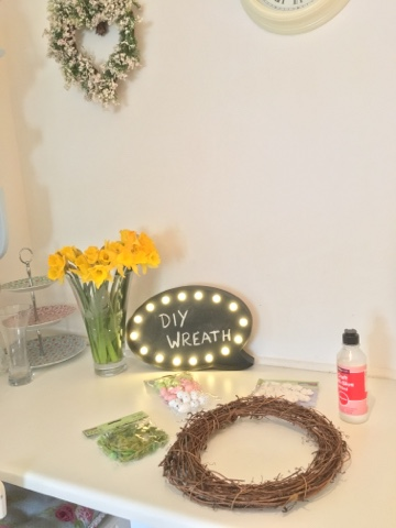 DIY Easter wreath tutorial from dovecottageblog.com