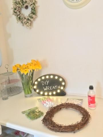 DIY Easter wreath tutorial from dovecottageblog.com