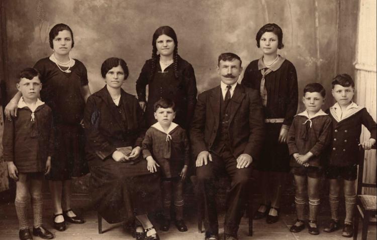 Foto sacada en Figueras de la familia de Manuel Pérez Loza (malén). Enviada por Malén de Tapia (III).png