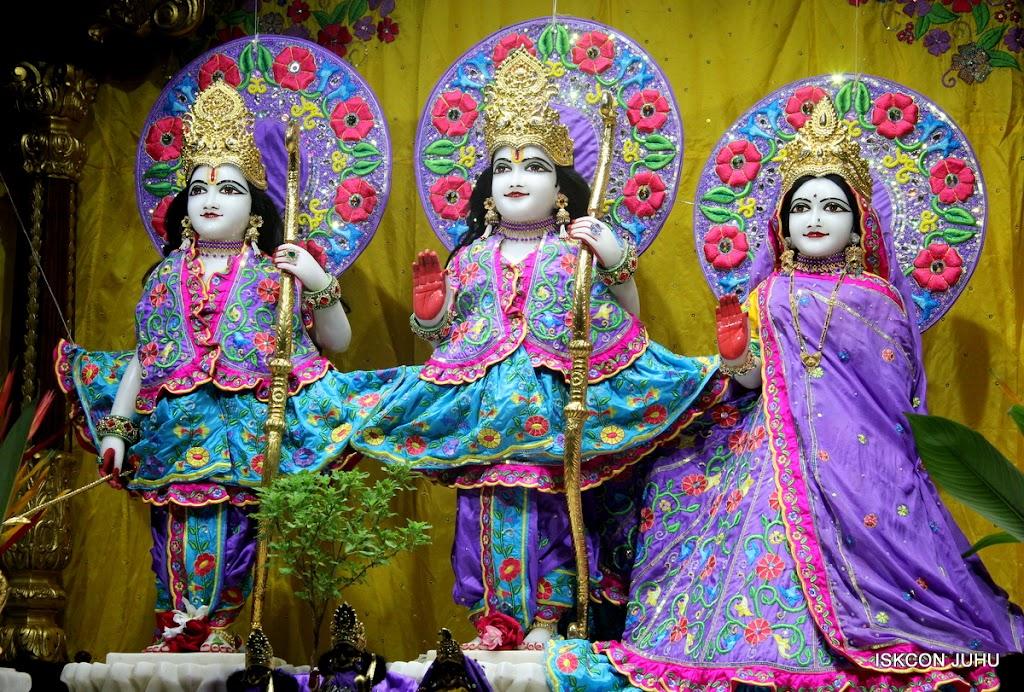 ISKCON Juhu Mangal Deity Darshan on 10th July 2016 (3)