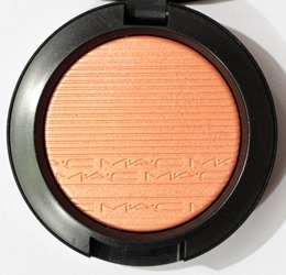 JustAPinchExtraDimensionBlush2017MAC1