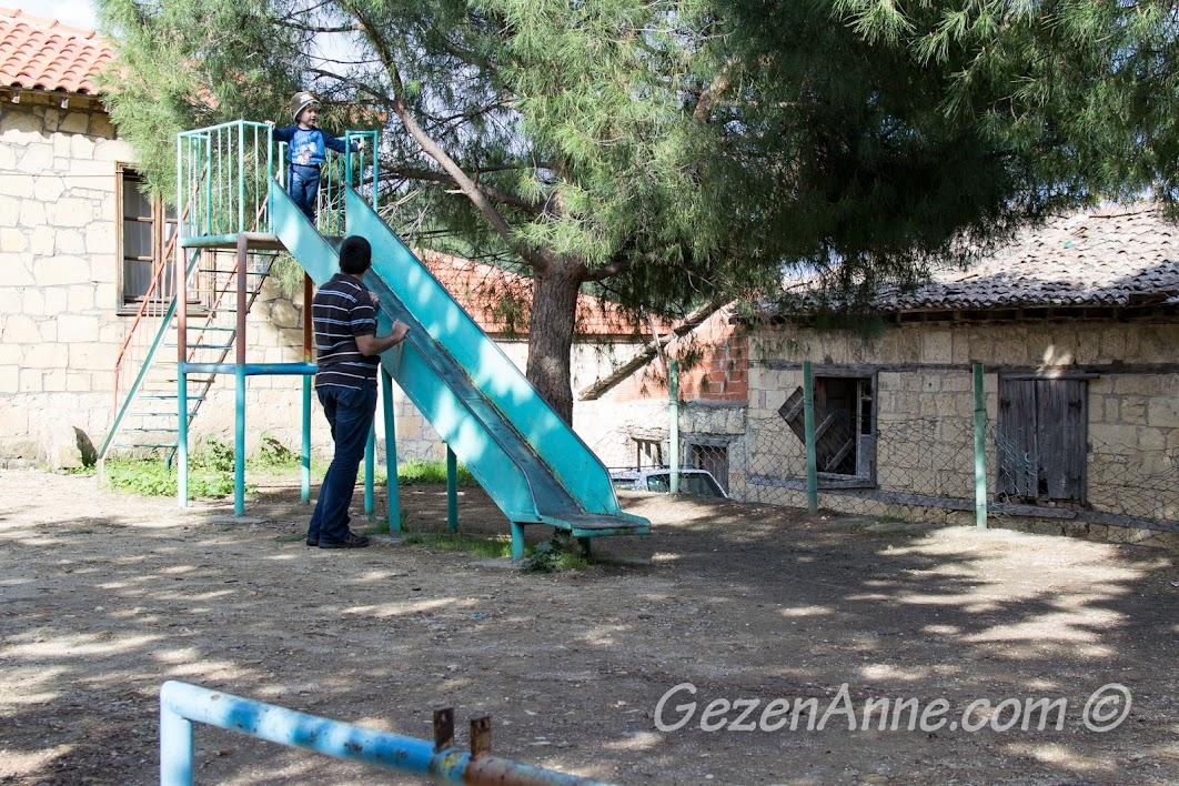 çocuk parkında, Yeşilyurt