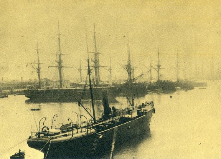 Estupenda foto del vapor VINUESA en estado de origen.jpg