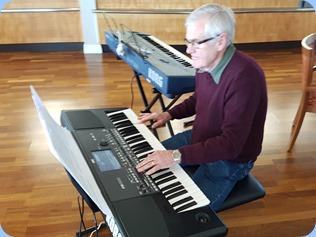 Peter Longbottom playing his Korg Pa600.
