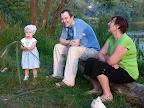 Вышли на прогулку с папочкой и бабушкой-Леной к реке Год и 8 месяцев