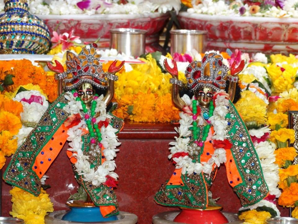 ISKCON Punjabi Bagh Deity Darshan 09 April 2016 (4)