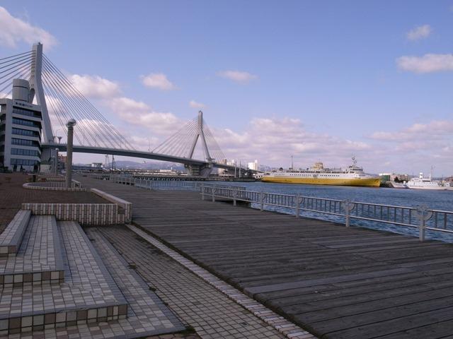 青森港感想橋船