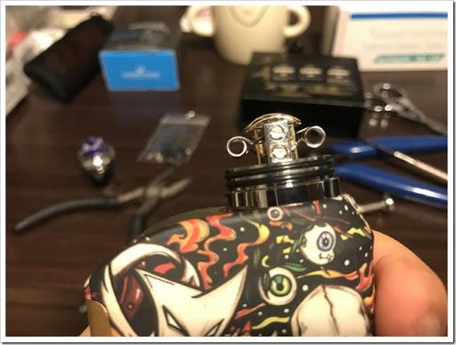 IMG 4255 thumb - 【OH!SAMURAI!】「Dovpo Bushido2 RDA」(ドヴポ・プシドーツーRDA)レビュー!フレーバー重視と言いつつ巨大なボトムエアフローで爆煙重視のRDA!レジンかストーンのドリップチップもカッコイイ!