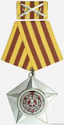 014c Kampforden für Verdienste um Volk und Vaterland in Silber www.ddrmedailles.nl