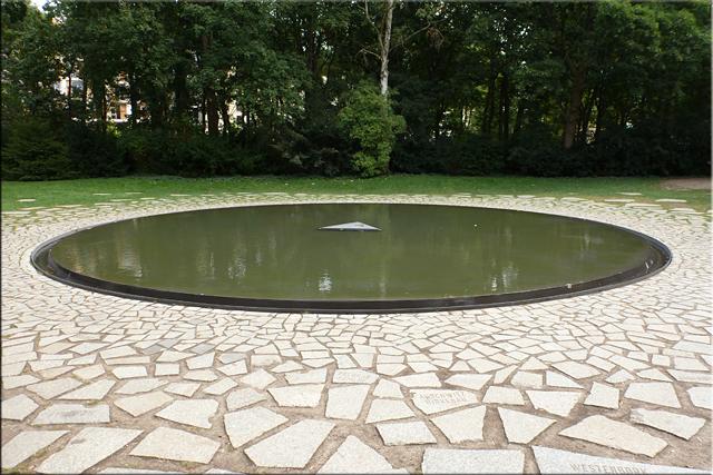 Monumento en memoria de los gitanos asesinados por los nazis - Berlín'15