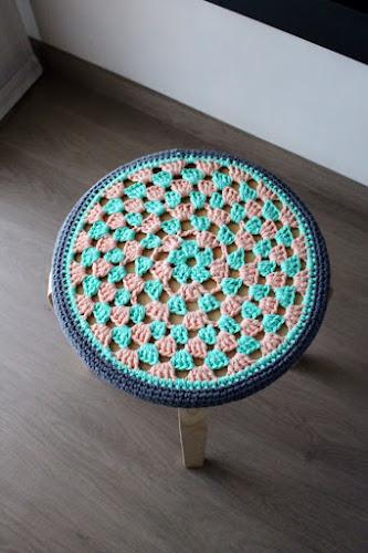 Not 2 late to craft: IKEA Hack: funda de ganxet per tamboret / IKEA Hack: crochet stool cover