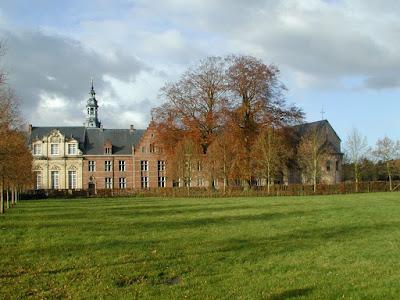 Mol, Postel, abdij. Beiaardtoren in renaissancestijl.