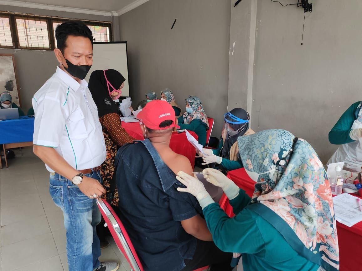 Kadin Inhil Laksanakan Vaksinasi Dosis Kedua bagi Mahasiswa dan Masyarakat
