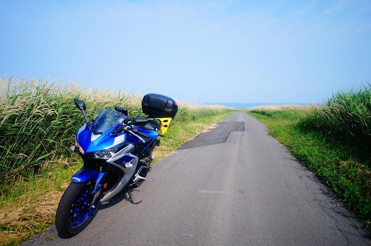 バイクで走る海へと続く道