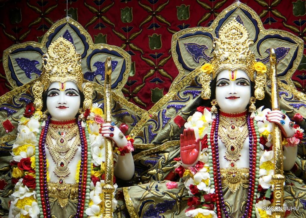 ISKCON Juhu Sringar Deity Darshan on 24th June 2016 (30)
