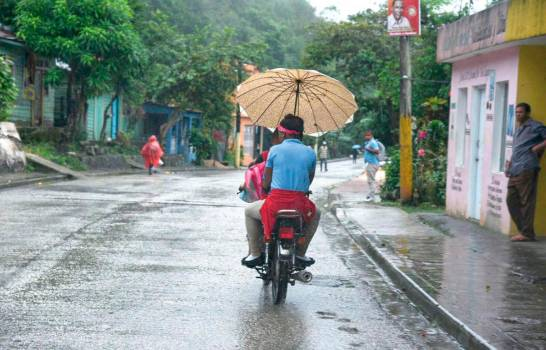 COE aumenta a 13 las provincias en alerta verde por vaguada