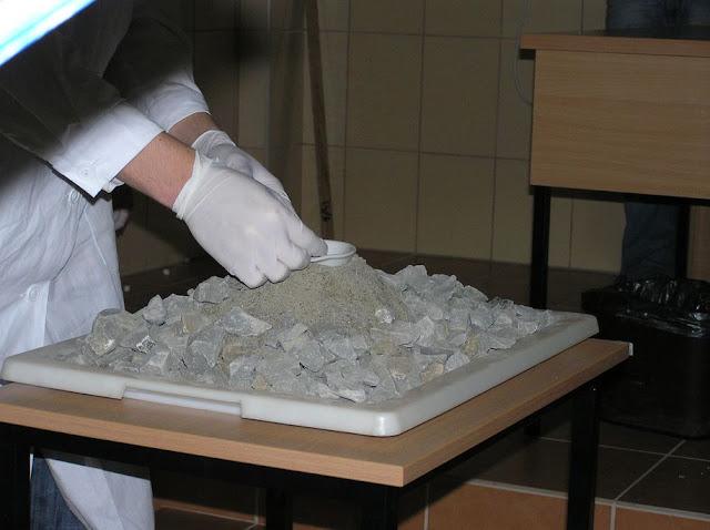 DO 2011 pokazy fizyczno chemiczne - P4150062_1.JPG