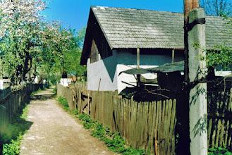 Photo: Jedna z uliczek. Fot. Zygmunt Rutka, w maju 2002.
