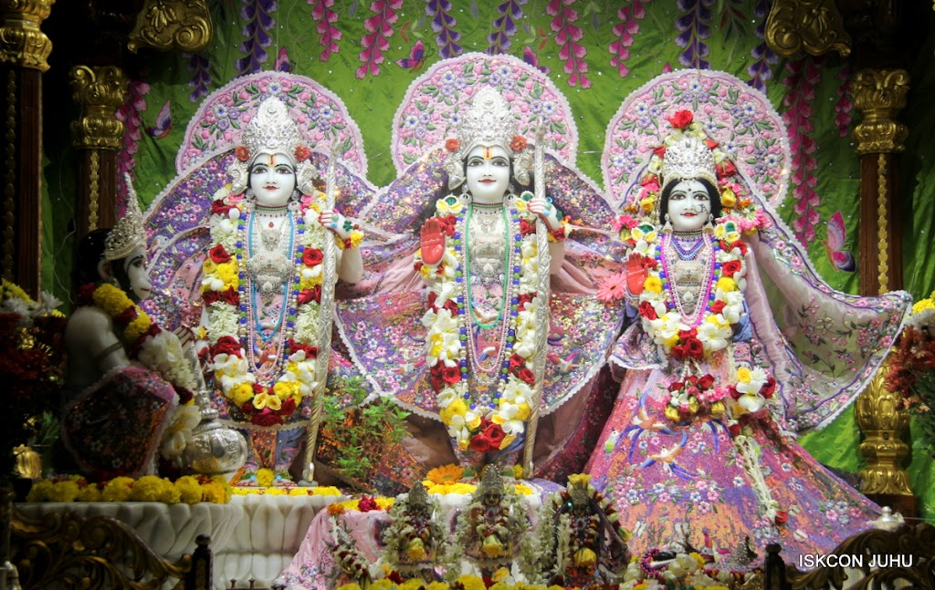 ISKCON Juhu Sringar Deity Darshan on 30th June 2016 (16)