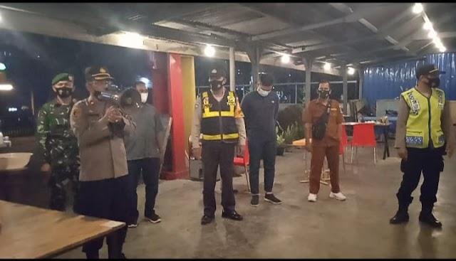 Batas Operasional Cafe Pukul 22.00 wib, Tim Operasi Yustisi Polsek Padang Hilir Temukan Pelanggaran