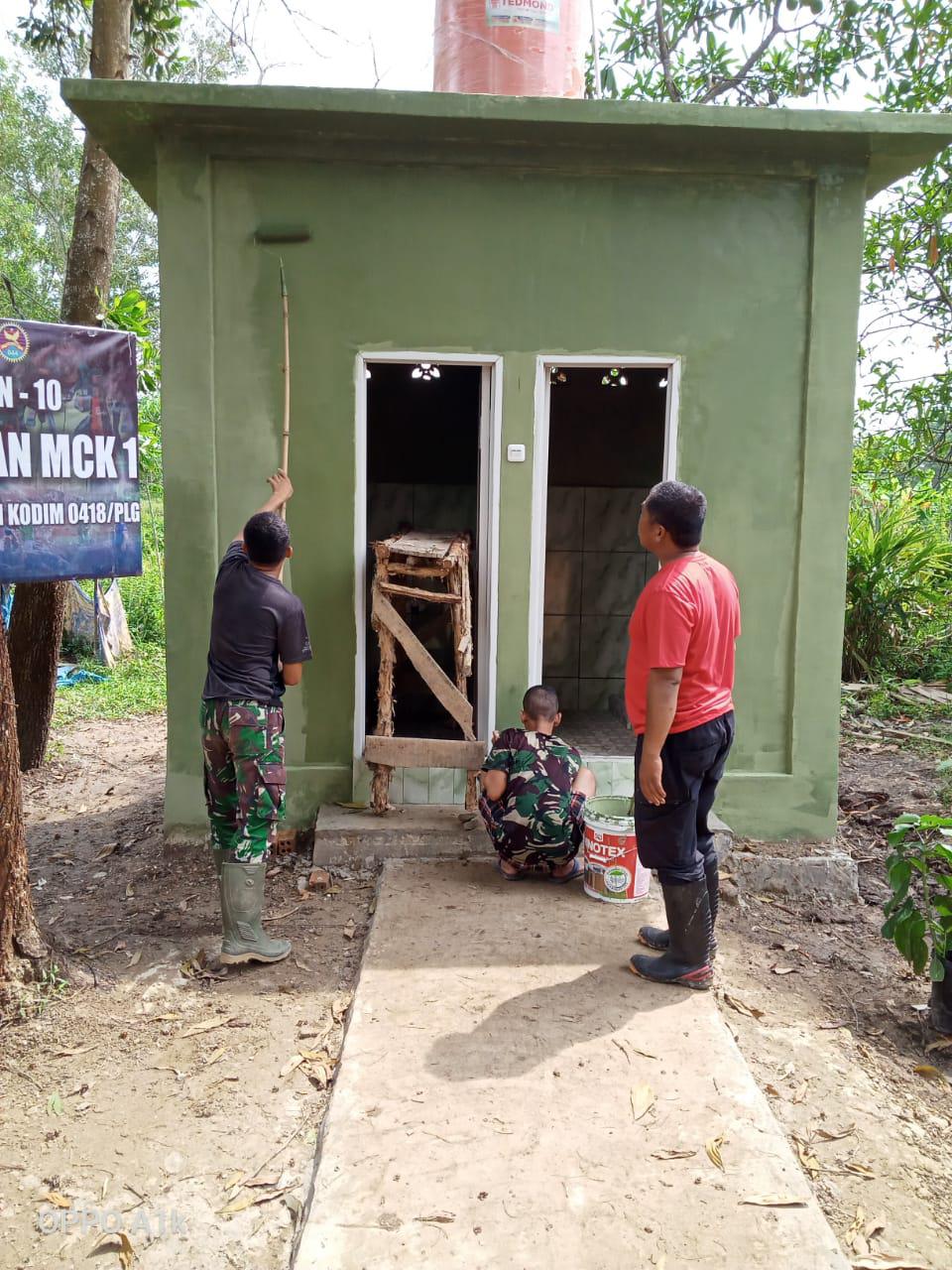 On target, akhirnya warga kampung Jawi miliki unit MCK komunal.