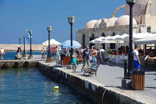 Sur le port de la Canée (Χανιά).
