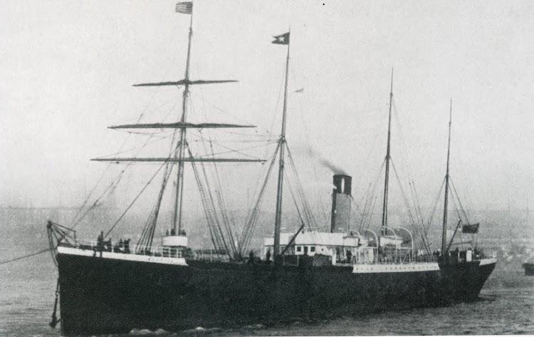 El CUFIC en el rio Mersey. Colección Richard de Kerbrech. Foto del libro Shis of the White Star Line.jpg