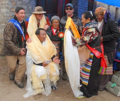 rom left: Beau Beza, Peter Hillary (rear), Ang Rita Sherpa (front), Ang Dooli (Ang Rita's mother), Alton Byers (2008 Hillary Medal winner)