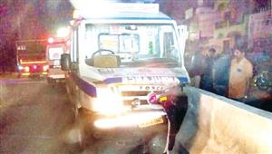The 108 ambulance carrying a pregnant woman in Vellore crashed into a barrier wall