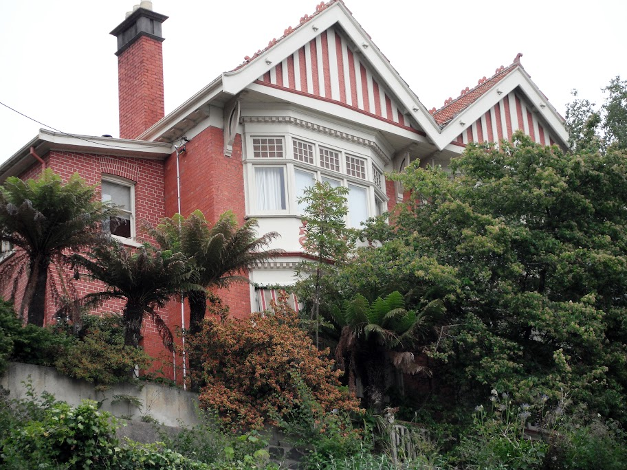 Queen Anne style house overlooking the Tamar at 3 Trevallyn Road, Trevallyn, Launceston; Launceston Heritage regsitered #4652