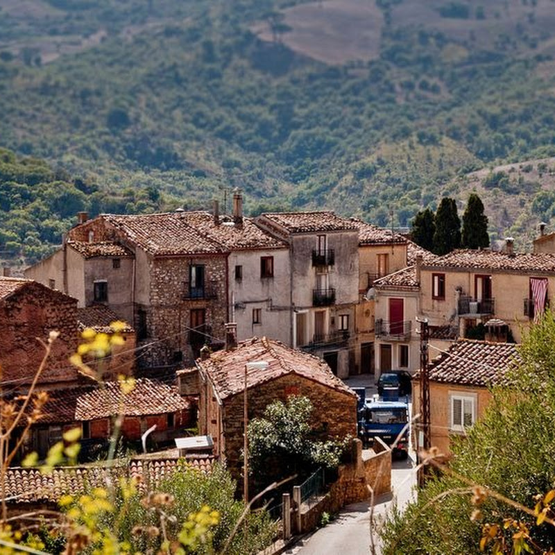 Gangi, The Town That Gave Itself Away