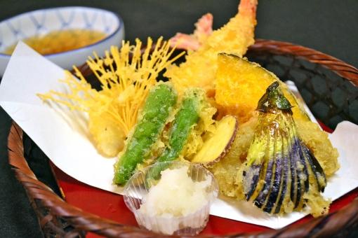 器に盛られた天ぷら