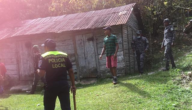 PARAÍSO, Barahona,RD. Policía persigue un Haitiano que supuestamente  violó dos menores de 11 y 12 años