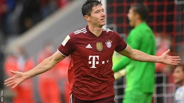 Lewandowski grabs hat-trick as Bayern records tumble