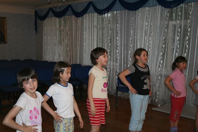 Детки занимаются танцами