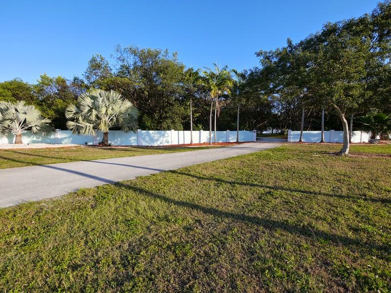 South Florida Wedding Venue Garden Areas Key Largo Lighthouse Beach Weddings Florida Keys