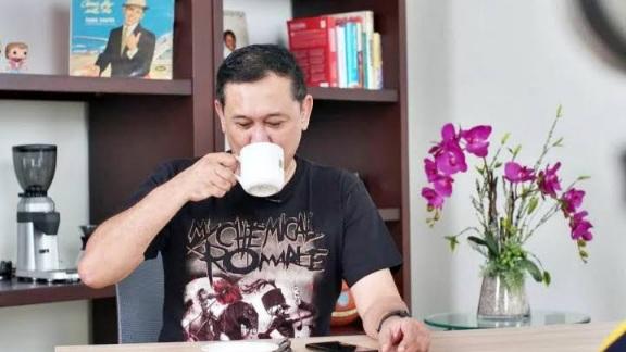 Anies Baswedan Kecemplung Got, Denny Siregar: Bikin Orang Indonesia Gembira itu Sederhana